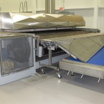 Gentle product transfer - from Hot oven plate to cross conveyor